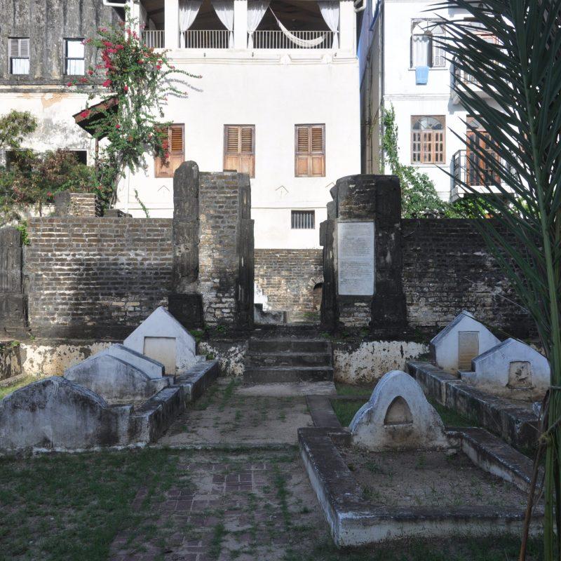 stone town zanzibar shirazi graveyard old persian (17)