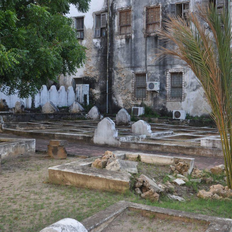 stone town zanzibar shirazi graveyard old persian (129)
